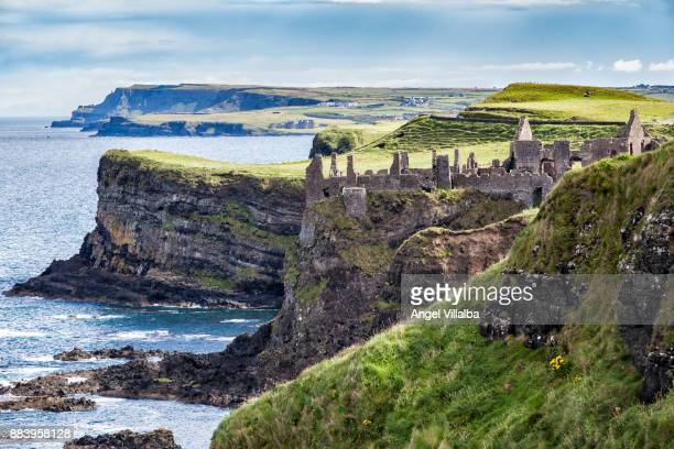 magheracross viewpoint. dunluce castle - dunluce castle stock photos and pictures
