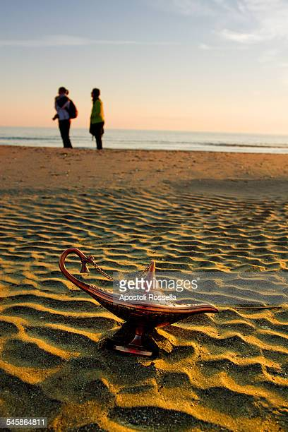 magic lamp on the beach - lampara de aladino fotografías e imágenes de stock