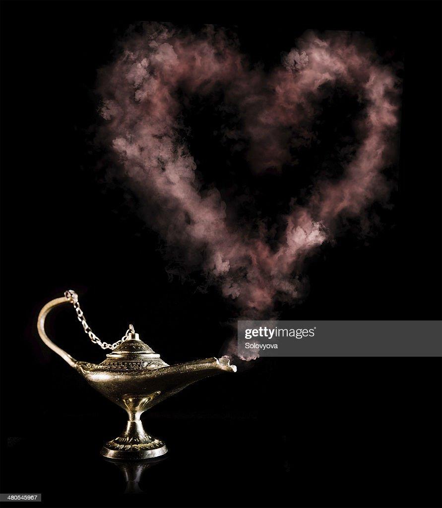 Lâmpada Mágica com amor elexir : Foto de stock