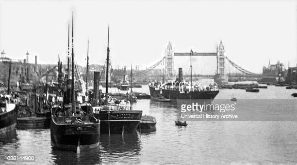 Magic lantern slide circa 1900Victorian/EdwardianSocial HistoryOriginally the Pool was the stretch of the River Thames along Billingsgate on the...