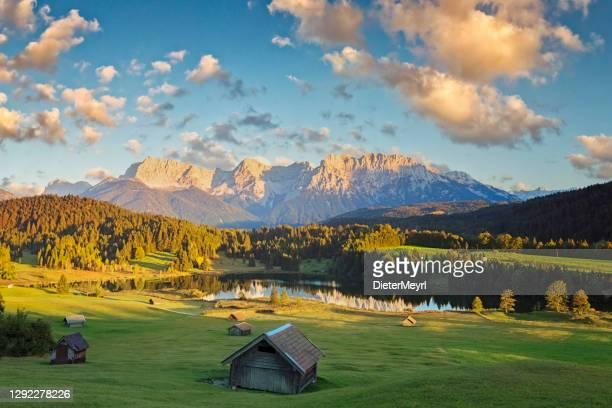 magic sunset at alpine lake geroldsee - view to mount karwendel, garmisch partenkirchen - mittenwald stock pictures, royalty-free photos & images