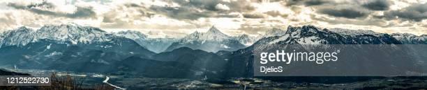 ガイスベルクの頂上から撮影した山脈の魔法のパノラマ。 - エウロパ ストックフォトと画像