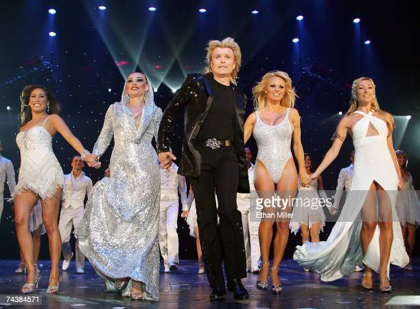 Magician Hans Klok and his assistants Nathalie Hoop Zarina Potapova actress Pamela Anderson and Debby Verheij take their curtain call during the...