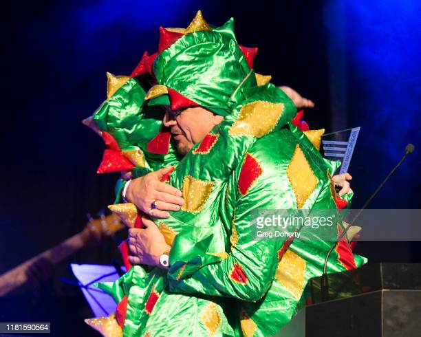 Magician/comedian Piff the Magic Dragon accepts the Casino Comedian of the Year Award from Penn Jillette of the comedy/magic team Penn Teller at the...