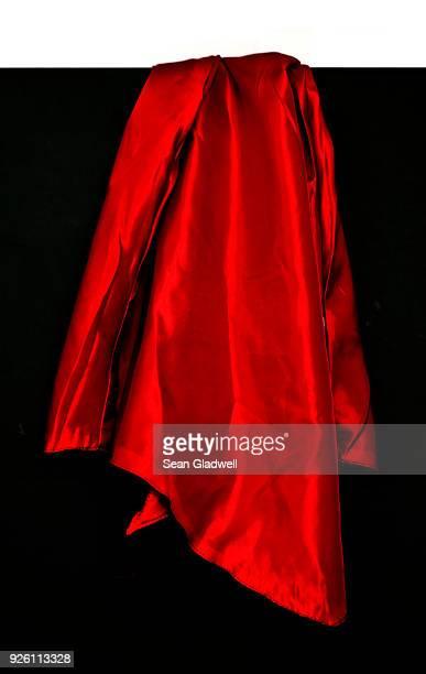 magicians red silk - ベルベット ストックフォトと画像