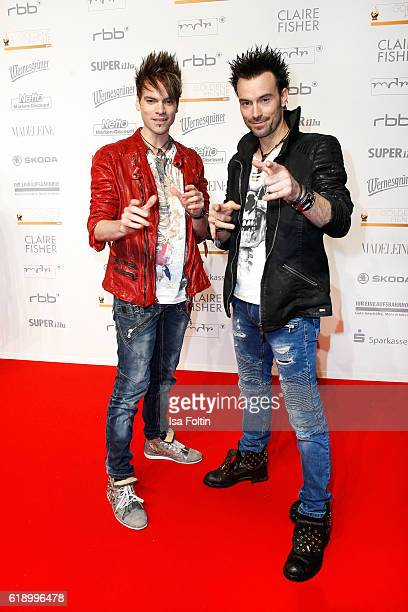 Magier duo Christian Ehrlich and Andreas Ehrlich attend the Goldene Henne on October 28 2016 in Leipzig Germany