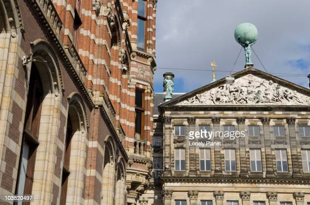 magna plaza in city centre wth royal palace in background. - royal palace amsterdam stock pictures, royalty-free photos & images