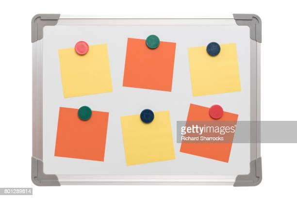 magnetic white board with orang and yellow stickie notes - ímã - fotografias e filmes do acervo