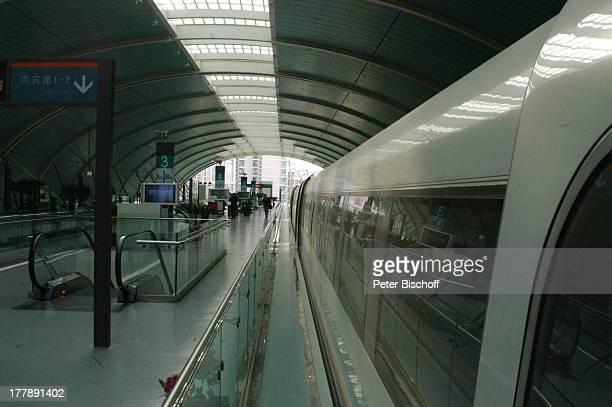 Magnetschwebebahn Shanghai Maglev Train Bahnhof Shanghai China Asien Reise Transrapid Bahnsteig Schienen Rolltreppe MW/JB