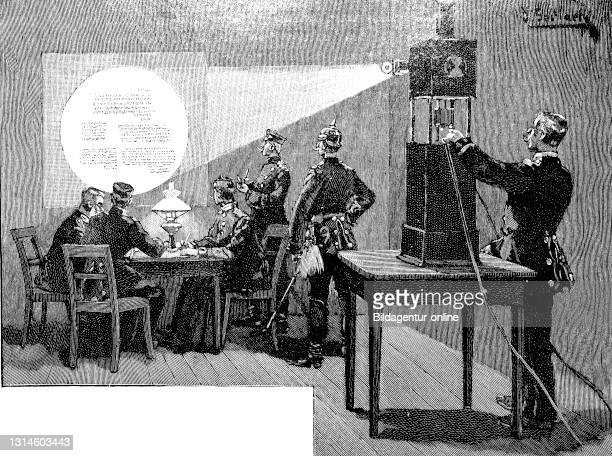 Magnification of a microscopic dispatch using a projector, France, German-French War 1871-1872 / Vergrößerung einer mikroskopischen Depesche unter...