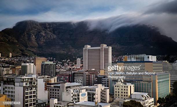 magnificent city view of skyline of cape town, south africa - cidade do cabo imagens e fotografias de stock