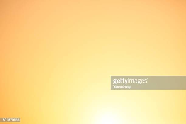 magnificent summer sun burst with lens flare - gold background - fotografias e filmes do acervo