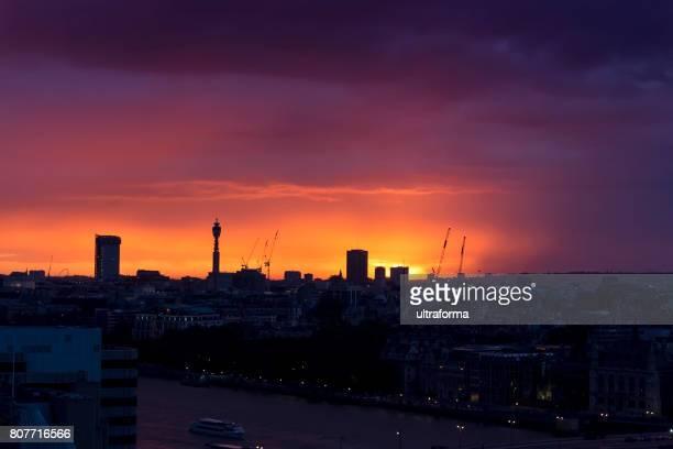 Magnifique orange sunset over London