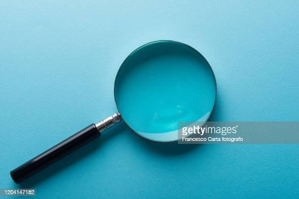 magnifying glass - 虫メガネ ストックフォトと画像