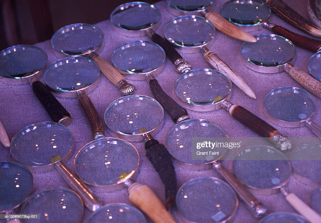 Magnifying glasses on shop display : Stockfoto
