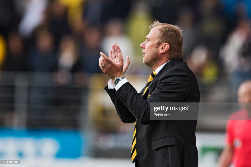 Magnus Haglund, head coach of IF Elfsborg instructs his players during the Allsvenskan match between IF Elfsborg and Hammarby at Boras Arena on July 17, 2017 in Boras, Sweden.