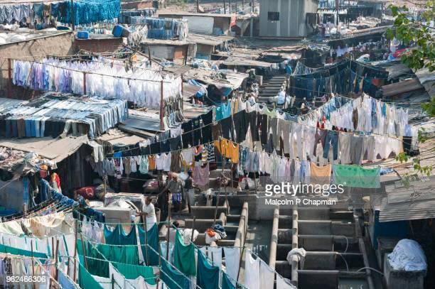mahalaxmi dhobi ghat, mumbai, india - world's largest outdoor laundry. - indian slums stock pictures, royalty-free photos & images