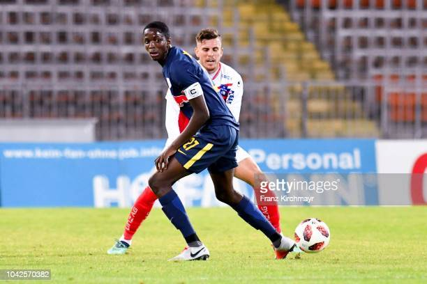 Mahamadou Dembele of Liefering and Jorge Pelaez Sanchez of FC Linz compete for the ball during the 2 Liga match between FC Blau Weiss Linz v FC...