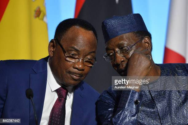 Mahamadou Issoufou President of Niger and President of Tchad Idriss Deby Itno react during a press conference after the multinational meeting at...