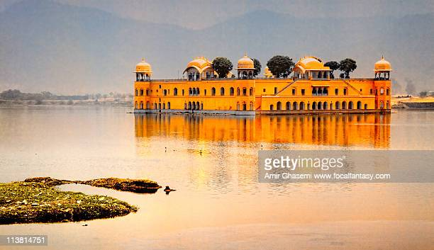 maharaja's  lake house - udaipur stock pictures, royalty-free photos & images