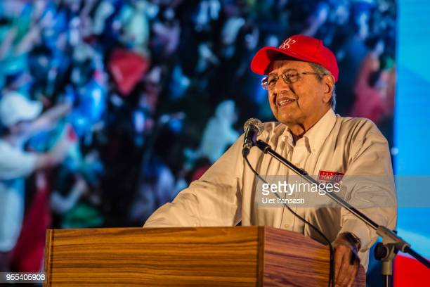 Mahathir Mohamad former Malaysian Prime Minister and candidate for opposition 'Pakatan Harapan' speaks during an election campaign rally on May 6...