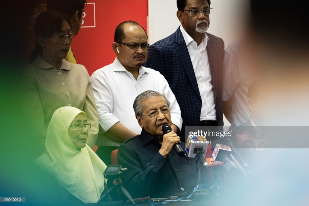 Mahathir Mohamad, Malaysia's prime minister, center right, speaks as Wan Azizah Wan Ismail, Malaysia's deputy prime minister, seated left, listens during a news conference in Selangor, Malaysia, on Thursday, May 17, 2018. Malaysian police seized personal items from former leaderNajib Razaks house in an overnight search, his lawyer said, as Mahathirs week-old government seeks evidence into wrongdoing at state fund 1MDB. Photographer: Sanjit Das/Bloomberg via Getty Images