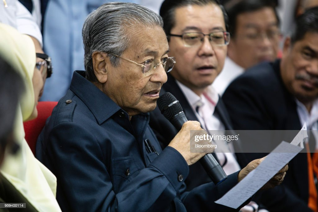 Mahathir Mohamad, Malaysia's prime minister, speaks during a news conference in Selangor, Malaysia, on Thursday, May 17, 2018. Malaysian police seized personal items from former leaderNajib Razaks house in an overnight search, his lawyer said, as Mahathirs week-old government seeks evidence into wrongdoing at state fund 1MDB. Photographer: Sanjit Das/Bloomberg via Getty Images