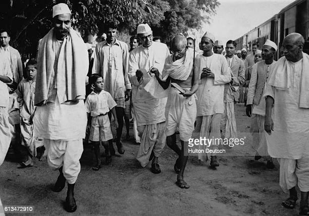 Mahatma Gandhi arrives in Delhi to talk to the Viceroy of India Lord Linlithgow