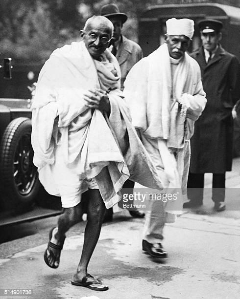 Mahatma Gandhi en route to visit a friend's town house