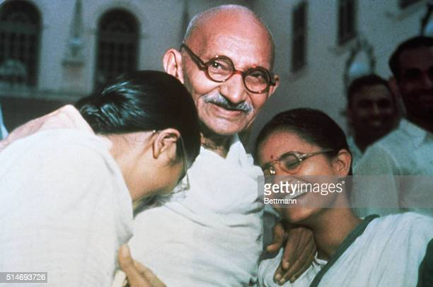 Mahatma Ghandi enjoys a laugh with his two granddaughters Ava and Manu at Birla House in New Delhi