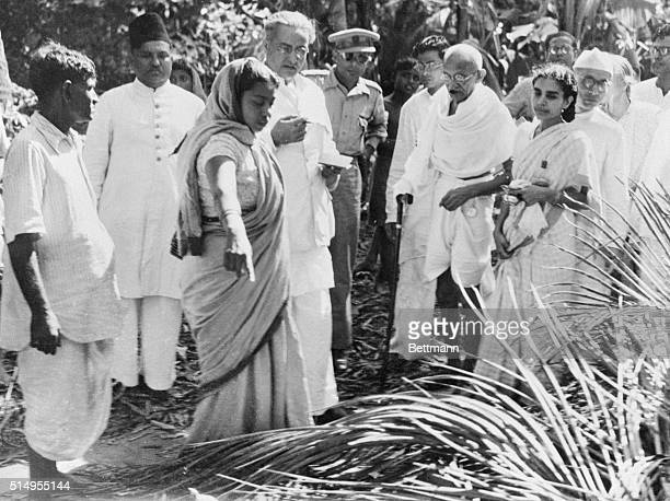 Mahatma Visits HinduMoslem Riot Scene Noakhali India In an attempt to cool off tempers and prevent a recurrence of the rioting that cost many lives...