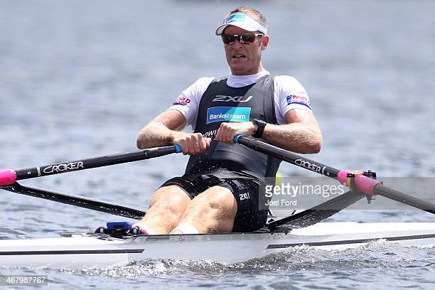 Mahe Drysdale of the New Zealand Summer Squad competes in the final of the men's premier single sculls during the North Island Club Championships at...