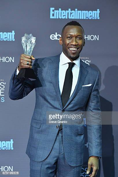 Mahershala Ali poses in the press room after winning the award for Best Supporting Actor for the film 'Moonlight' during The 22nd Annual Critics'...