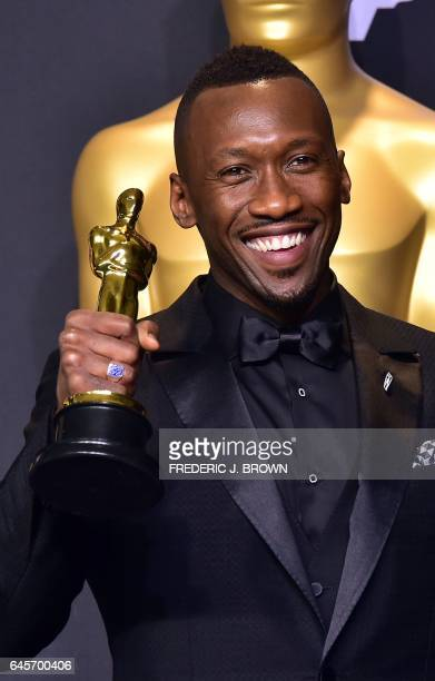 TOPSHOT Mahershala Ali poses with the Oscar for Best Actor in a Supporting Role during the 89th Oscars on February 26 in Hollywood California / AFP /...