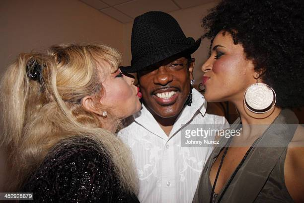 Mahin Wilson Charlie Wilson and Laura Izibor attend the 2009 Essence Music Festival Presented by CocaCola at the Louisiana Superdome on July 4 2009...