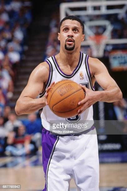 Mahmoud AbdulRauf of the Sacramento Kings shoots circa 1996 at Arco Arena in Sacramento California NOTE TO USER User expressly acknowledges and...