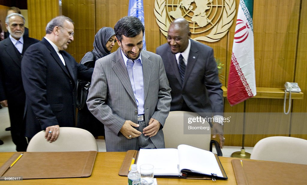 Mahmoud Ahmadinejad, president of Iran, prepares to sign a g : News Photo