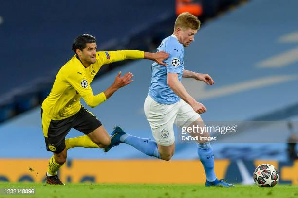 Mahmoud Dahoud of Borussia Dortmund and Kevin De Bruyne of Manchester City battle for the ball during the UEFA Champions League Quarter Final match...
