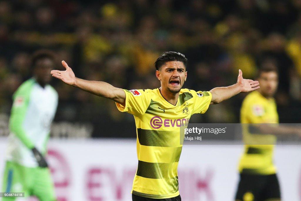 Borussia Dortmund v VfL Wolfsburg - Bundesliga : ニュース写真