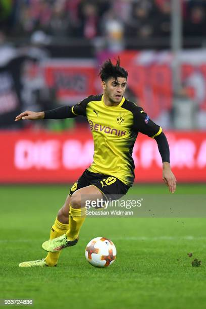 Mahmoud Dahoud of Dortmund plays the ball during the UEFA Europa League Round of 16 2nd leg match between FC Red Bull Salzburg and Borussia Dortmund...
