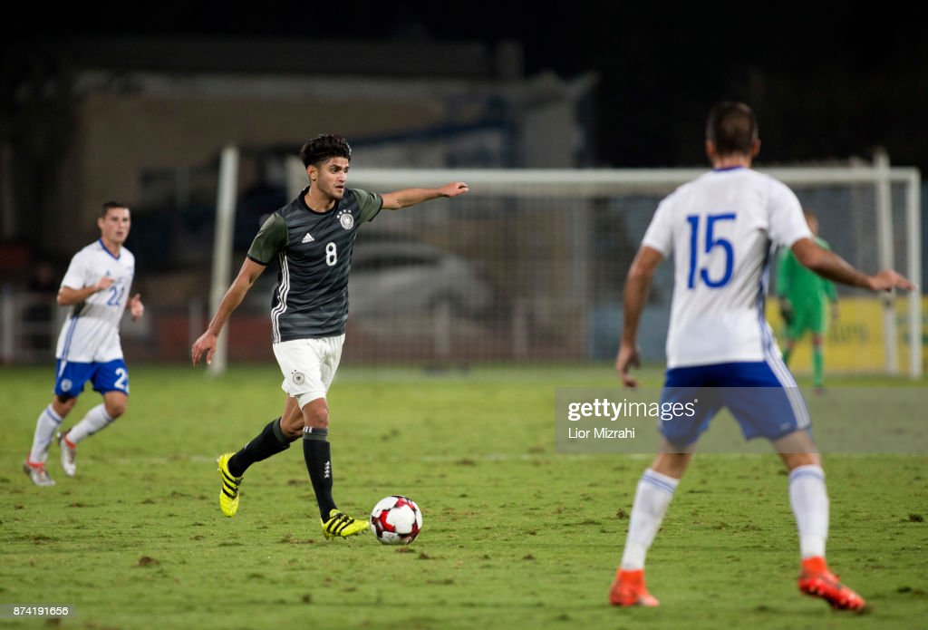 Mahmoud Dahoud of Germany vies with Raz Nahmias of Israel during the UEFA Under21 Euro 2019 Qualifier on November 14, 2017 in Ramat Gan, Israel.