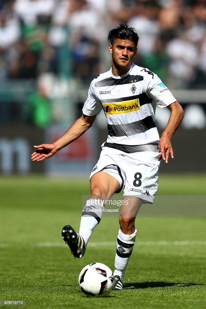 Mahmoud Dahoud of Moenchengladbach runs with the ball during the Bundesliga match between Borussia Moenchengladbach and FC Augsburg at Borussia-Park on May 6, 2017 in Moenchengladbach, Germany.