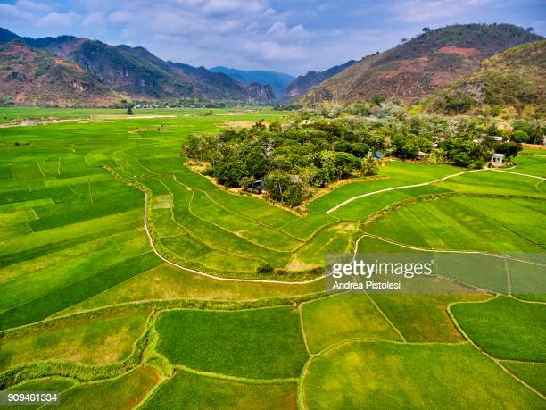 mai chau scenic valley, north vietnam - mai chau stock pictures, royalty-free photos & images