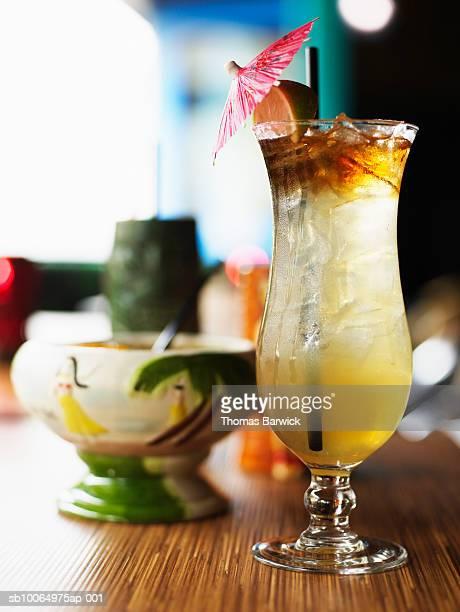 mai tai cocktails, close-up - mai tai fotografías e imágenes de stock