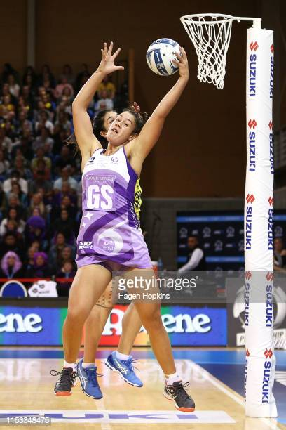Maia Wilson of the Stars receives a pass under pressure from Sulu Fitzpatrick of the Pulse during the ANZ Premiership Netball Final between the Pulse...
