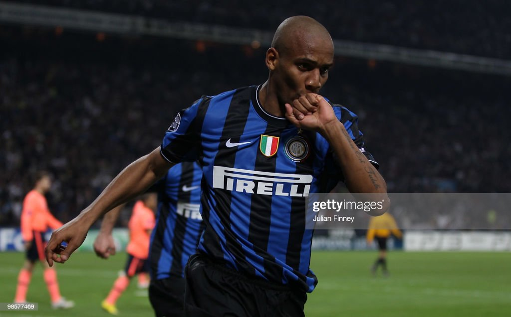 Maicon of Inter celebrates scoring the 2:1 goal during the UEFA Champions League Semi Final 1st Leg match between Inter Milan and Barcelona at the San Siro on April 20, 2010 in Milan, Italy.