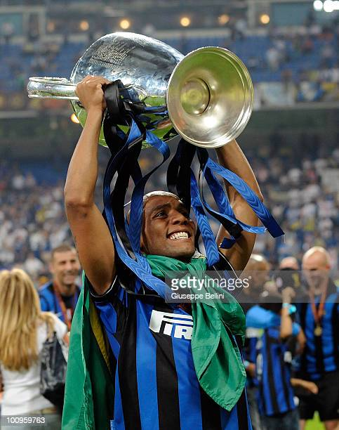 Maicon of Inter Milan celebrates the victory after the UEFA Champions League Final match between FC Bayern Muenchen and Inter Milan at Bernabeu on...
