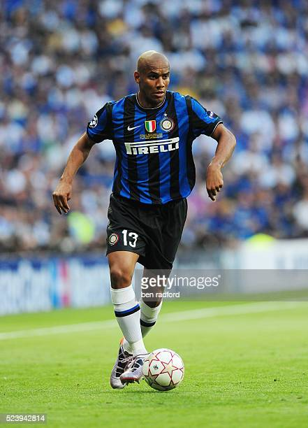 Maicon of Inter Milan during the UEFA Champions League Final between Bayern Munich and Inter Milan at the Estadio Santiago Bernabeu in Madrid Spain |...