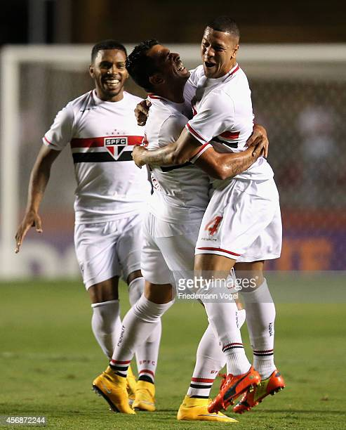 Maicon of Sao Paulo celebrates scoring the first goal with Antonio Carlos during the match between Sao Paulo and Atletico for the Brazilian Series A...