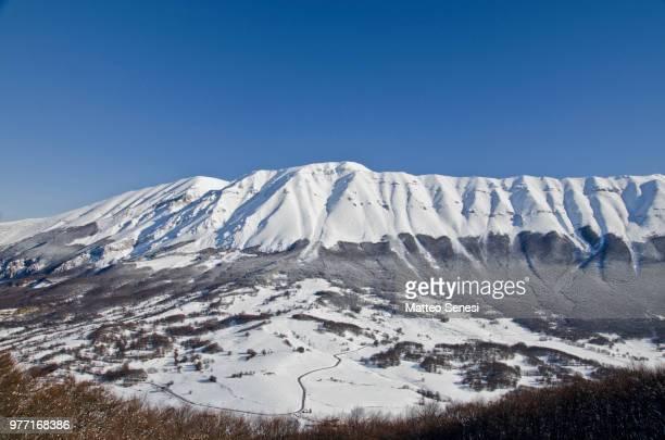 maiella massif in maiella national park, abruzzo, italy - アブルッツォ州 ストックフォトと画像